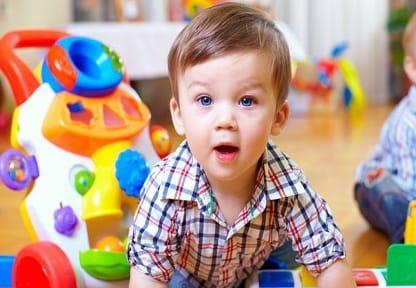 como escolher brinquedo segunda a idade etária