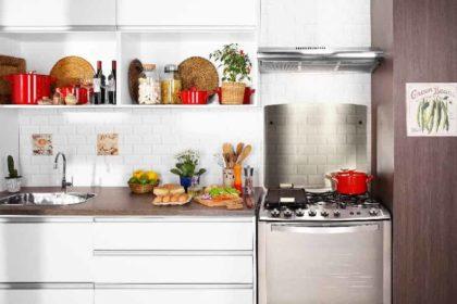 um fogão de 6 bocas em cozinha
