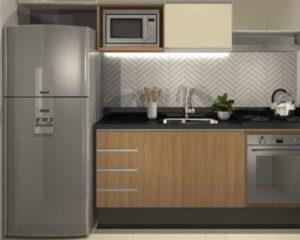 uma geladeira embutida em armário