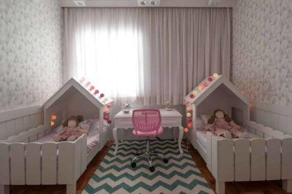 cama infantil dupla no quarto de criança
