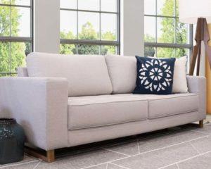 um sofá de 4 lugares em casa