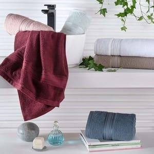 Uma das toalhas de fio penteado