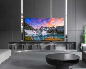 casa grande com Smart TVs 4K