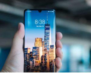 Smartphones Huawei em mão