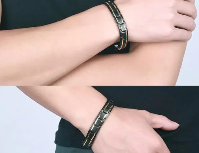 dois mãos, duas pulseiras
