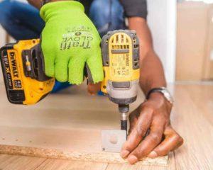 usar Parafusadeira na construção da casa