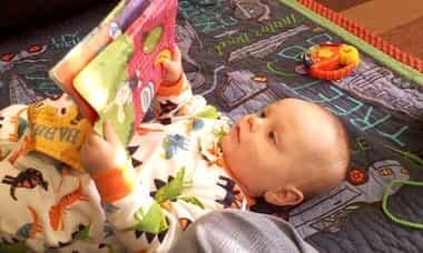 Vantagens e desvantagens dos livros de bebê