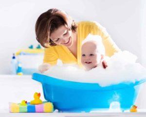 Sabonete líquido para bebê em banheira