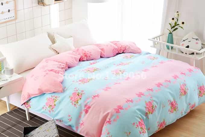 jogo de cama cor roso e floral