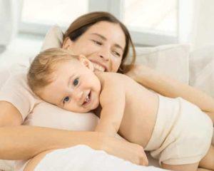 mãe bebÊ e pomada para assadura
