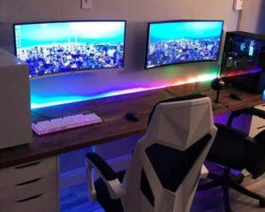 sala duas cadeiras gamer dois monitores