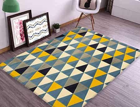 um tapete colorido para quarto