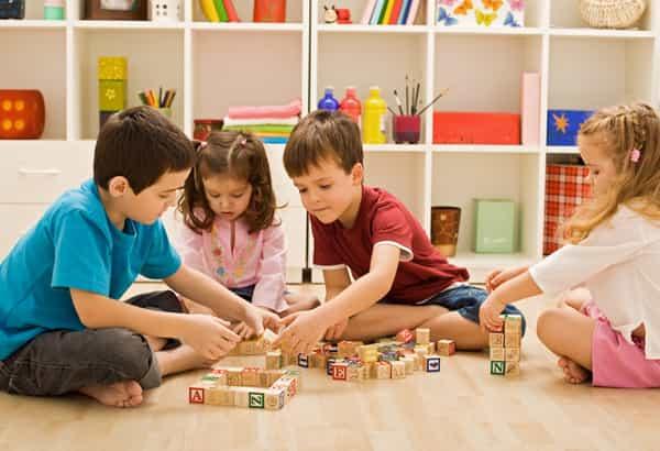 brinquedos educativos e meninos e meninas