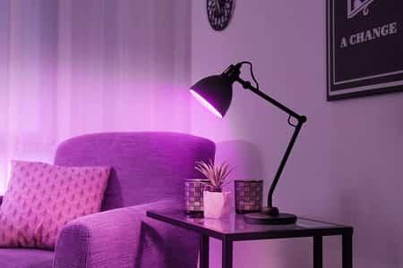 luminária de mesa roxa