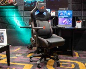 uma cadeira gamer em sala de jogo