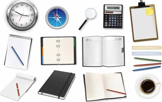 cadernos, livros, lupa, canetas