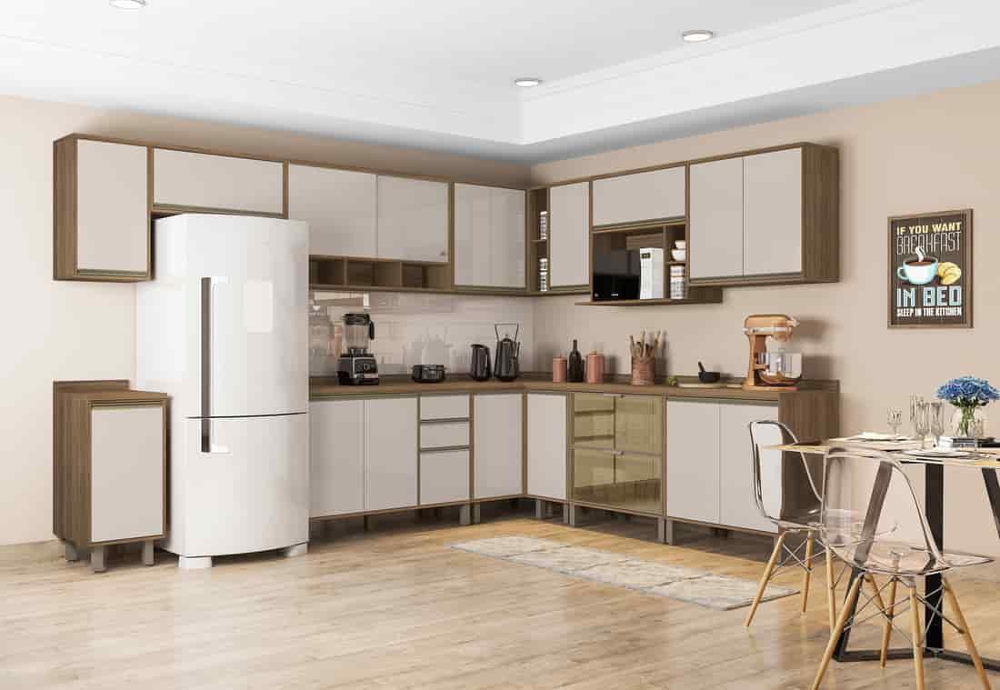 cozinha moderna e completa com eletroportáveis e utensílios