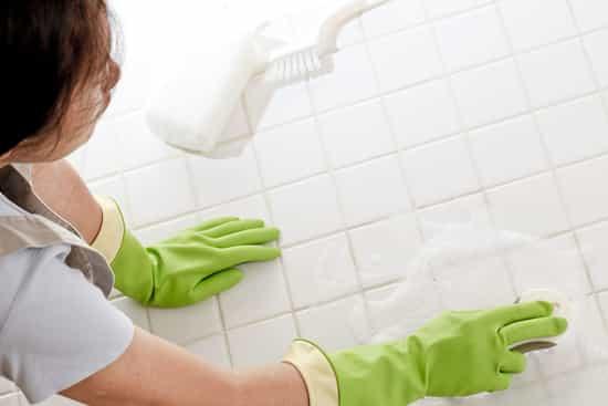 usar desinfetantes para limpar chão