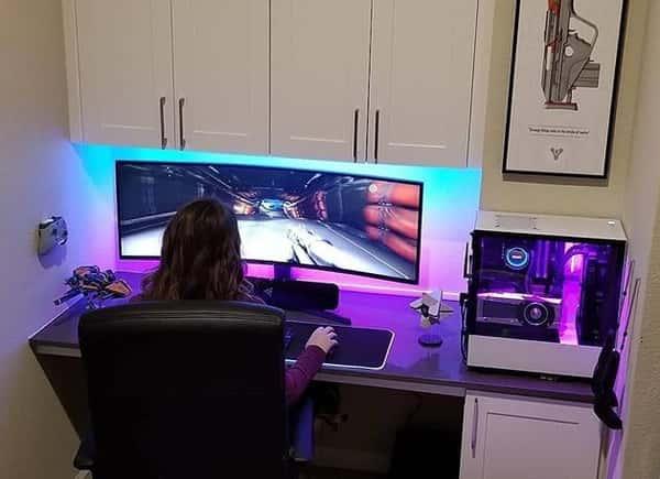 gamer feminino jogando jogos