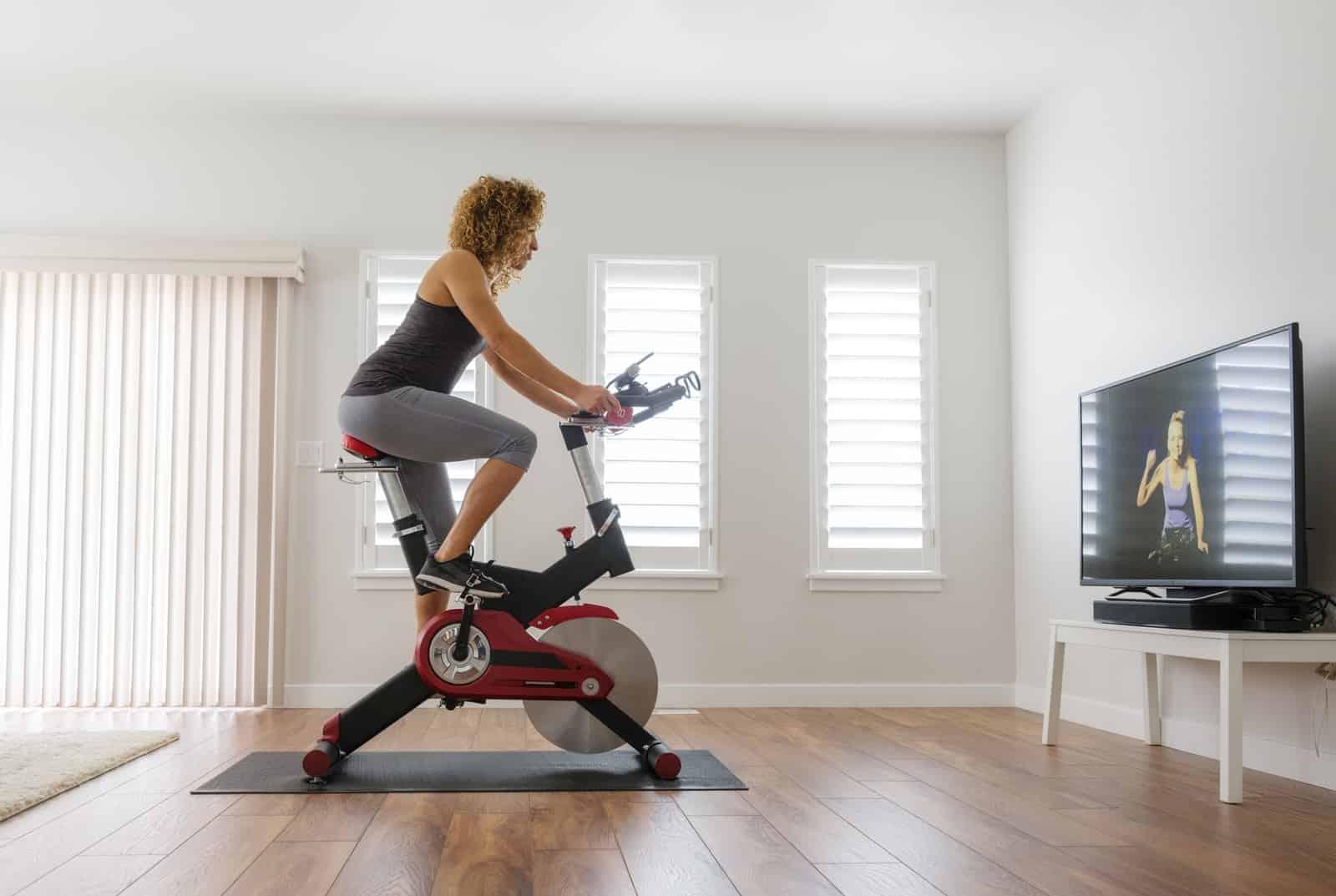 treino na casa com bicicleta ergométrica