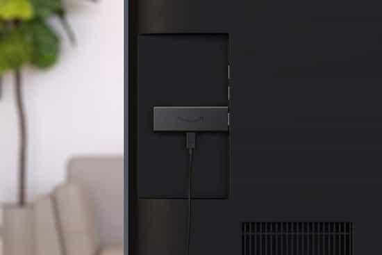 um tv stick conectado com TV pelo cabo hdmi